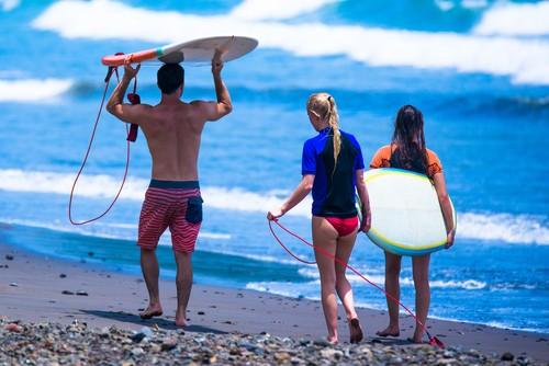 Surfers, Costa Rica