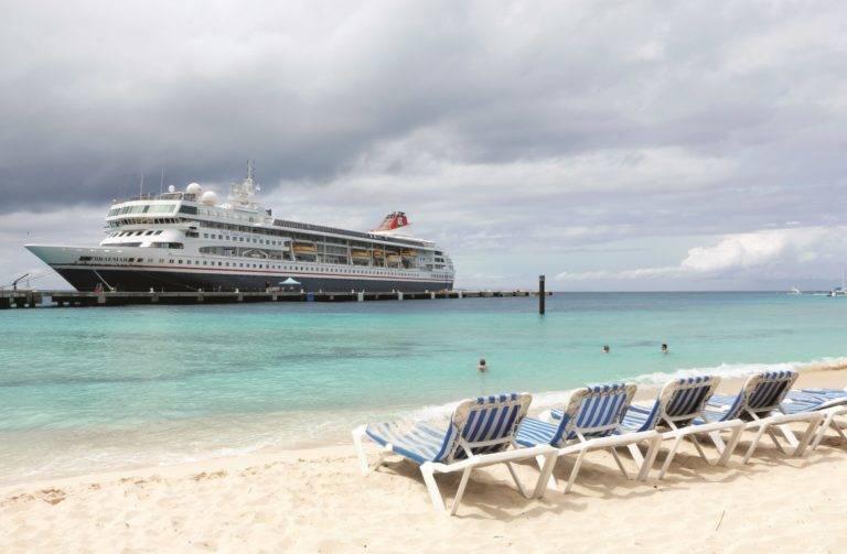 Braemar docked in Grand Turk