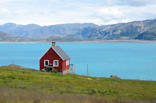 Rødt hus ved fjord, Grønland