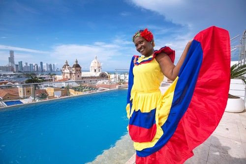 Kvinne i tradisjonell kostyme ,Cartagena de Indias, Colombia S