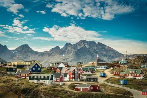Fargerik landsby, kysten av Grønland