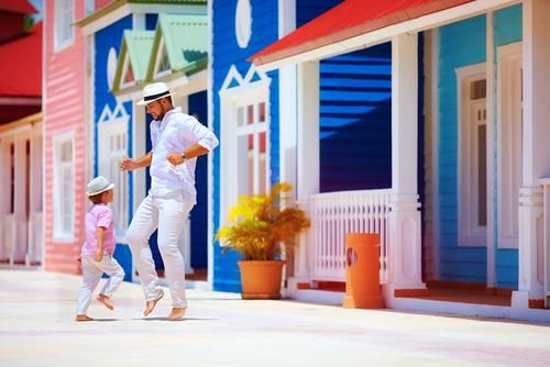 Far og sønn danser, karibisk gate, Cuba